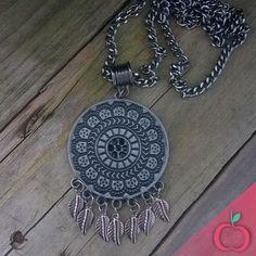 Colar longo Boho Mandala.  Preencha a sua vida com energias positivas, sempre!  #mandala #colares #bijouterias #bijuterias