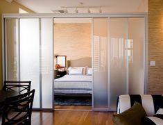 Удачный пример зонирования гостиной и спальни