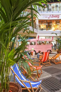 Pop up event tropical vibes foodtrucks summer Mega stores weekend event ©BintiHomeBlog