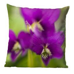 Kissen, Tuch oder Leinwandbild mit violetten Veilchenblüten