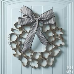 Cookie cutters go way beyond the kitchen in this holiday wreath. An inexpensive set is transformed into a chic Christmas wreath with a quick coat of copper paint and an oversize bow. This easy holiday Holiday Wreaths, Holiday Crafts, Christmas Decorations, Christmas Ornaments, Holiday Decorating, Diy Door Wreaths Christmas, Decorating Ideas, Decor Ideas, Door Decorating