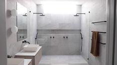 Simple Bathroom, Modern Bathroom Design, Bathroom Interior Design, Bathroom Design Layout, White Bathroom, Interior Ideas, Bad Inspiration, Bathroom Inspiration, Bathroom Crafts