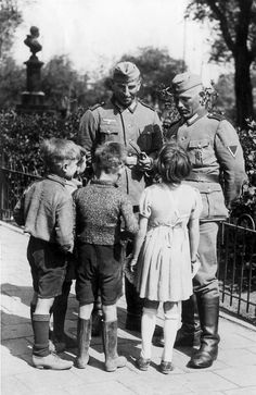 German soldiers talking with Dutch children (May 1941)