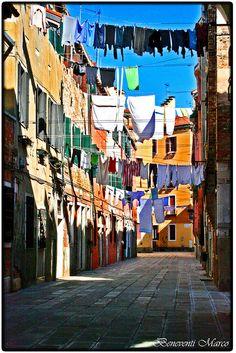 ...La vera Italia... (Calle Colonne, Venezia, Italia)