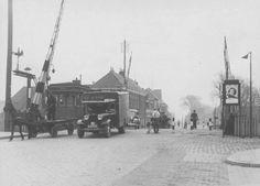 Groningen<br />De stad Groningen: Paterswoldseweg met spoorwegovergang 1935