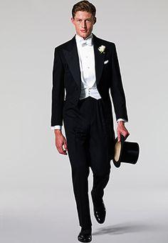 frak - sako sa nezapína biela piketová vesta košeľa so stojatým golierom a piketovou náprsenkou biely motýlik (odtiaľ názov white tie) čierne lakované šnurovacie topánky biele rukavice alebo čierny cylinder (nie je povinné)