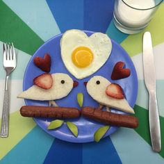 Mother of Four Makes Cute Scenes Using Sunny Side Up Eggs for Her Kids' Breakfast