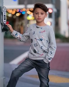 Young Cute Boys, Cute Kids Fashion, Boys Jeans, Child Models, Kids Boys, Little Boys, Cool Kids, Sunday, Graphic Sweatshirt