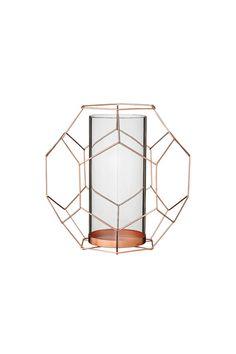Grafiskt mönstrad ljuslykta för värmeljus i kopparfärgad metall och glas, 23xL20,5xH22,5 cm. <br><br>