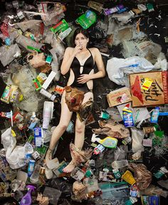 Artist Gregg Segal Shows What 7 Days Of Consumption Looks Like By Having People Lie In Their Own Garbage People Lie, People Poses, A Level Art, Photographs Of People, Greggs, Photo Series, Environmental Art, Environmental Degradation, Save The Planet