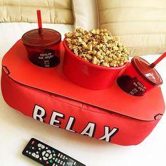 Clique do pra lembrar todo mundo que no fim de semana a maratona de Netflix está liberada! Cool Kitchen Gadgets, Home Gadgets, Kitchen Items, Cool Kitchens, Electronics Gadgets, Cafe Restaurant, Home Cinema Room, Movie Decor, Home Cinemas