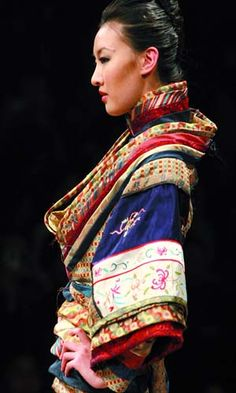 China's fashion designers attracted by traditional ethnic costumes