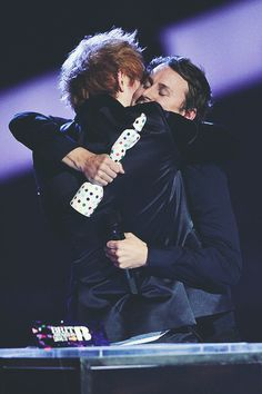 did i truly just come across a picture of ben howard hugging ed sheeran........i'm not okay with this at all stop that ben