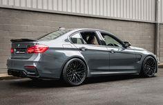 BMW M3 F80 LCI - Grigio Telesto / Amaro Brown (+ quelques modifications)