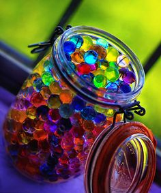 DIY Water marbles! make with simple kitchen ingredients... so cool!