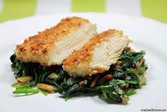 Rezept für Hähnchenbrust auf Spinat. Heute gibt es ein Low Carb Gericht auf meinem Blog. Leckeres Hähnchen und eine Panade aus Nüssen.