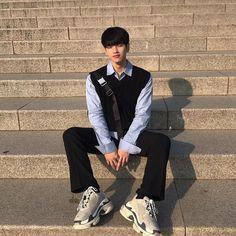 Korean Boys Hot, Korean Boys Ulzzang, Cute Korean, Ulzzang Boy, Asian Boys, Korean Outfits, Boy Outfits, Cute Themes, Korean Aesthetic