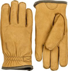 Warm and robust glove made of goat nubuck with a soft boa fleece lining.
