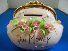 BEAUTIFUL VINTAGE -  LEFTON  - PIN MONEY FLORAL PURSE BANK Money Bank, Banks, Purses, Floral, Beautiful, Vintage, Handbags, Flowers, Vintage Comics
