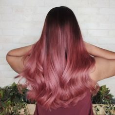 51 Best Rose Gold Hair Color Ideas - The rose gold of the powder will make the hair look slightly shiny, and fantanstic in the sun! Let's take a look at the rose gold color! Cabelo Rose Gold, Rose Gold Hair, Pink Hair, Blue Hair, Couleur Or Rose, Gold Hair Colors, Dye My Hair, Cool Hair Color, Green Hair