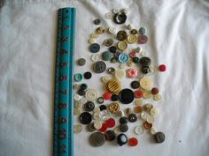 Lot of 100 Assorted Buttons Assorted Sizes and Styles Great for Crafts - for sale at Wenzel Thrifty Nickel ecrater store