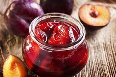Ev yapımı şekersiz reçel tarifi Especially those with diabetes can consume this jam with peace of mind. Plum Recipes, Organic Recipes, Diet Recipes, Dessert Recipes, Pickled Plums Recipe, Sugar Free Jam, Chutney, Vegetable Drinks, Turkish Recipes