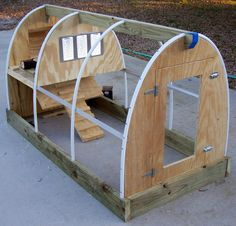 DIY chicken coop...  I would love to have chickens and bees.