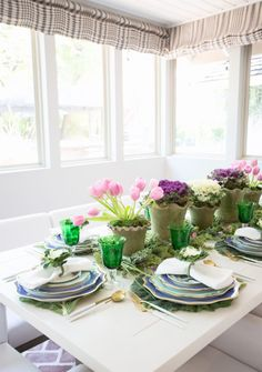 Stylish 42 Astonishing Spring Decor Ideas With Pastel Color Rearranging Furniture, Tulip Table, Easter Table Settings, Yellow Tulips, Spring Home, Pastel Colors, Table Decorations, Centerpiece Ideas, Centerpieces