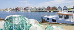 Ferkingstad havn. Fiskebåter og fiskeutstyret klart for neste tur ut på feltet.