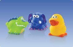 Gioco bagno Squirters Fun ™  Divertimento assicurato anche nel momento del bagnetto con il giochino Nuby Fun Squirters ™. Il giochino Nuby Fun Squirters ™ e' caratterizzato da coloratissimi personaggi, realizzati appositamente per coinvolgere ed intrattenere il bambino durante il bagnetto. Galleggiano, spruzzano e fanno le bolle sott'acqua! Il momento del bagnetto non e' mai stato cosi' divertente! Personaggi e colori assortiti*