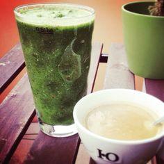 Yummy grüner Kick-Starter-Smoothie von Dominique. Vielen Dank für die Einreichung und viel Glück bei der Verlosung. Hauptbestandteile sind #spinat #ingwer #apfel #gurke #minzw #zitrone  #chiasamen #vegan #lecker #greensmoothie #grünersmoothie #smothiemixer #smoothiemaker #smoothielove