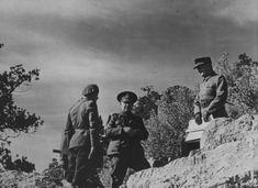 Commander of the 7th Romanian Army, General Hugo Schwab (Hugo Schwab, 1887-1944, in the center) and Commander XXXXIX-m mountain corps Wehrmacht General Rudolf Konrad (Rudolf Konrad, 1891-1964, right) in the Crimea.