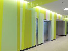 Rems-Murr-Klinikum, Magistrale Die Farbwand von Burghard Müller-Dannhausen Pavilion, Architecture