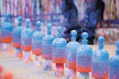 Lorsque le Street Artist américain JonOne rencontre la grande maison de parfum Guerlain, on découvre une série, haute en couleurs et déjà collector, de 98 Flacons aux Abeilles.