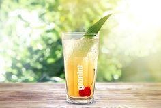 Vor lauter Hitze würden die Partygäste am liebsten in den Pool springen – aber es ist keiner da? Dann ist es höchste Zeit einen White Apple Fizz anzubieten! #Cocktails #summer #refreshing #Juice #fruity