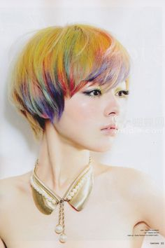 Loiro com mechas verdes,laranja,roxo, azul e vermelho Modern Short Hairstyles, Pretty Hairstyles, Short Hair Styles, Ombre Highlights, Rainbow Highlights, Mushroom Haircut, Mushroom Hairstyle, Pelo Multicolor, 3 4 Face