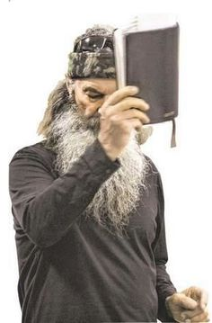 """Phil said, """"If We Cant Pray to God on the show, we will not do the show. God is a part of our everyday lives to remove him from the show is unacceptable. Well A signed on to another season with Duck Dynasty UNDER PHIL ROBERTSON'S TERMS. GO PHIL! Dynasty Show, Duck Dynasty, Robertson Family, Phil Robertson, Duck Commander, Christian Memes, Christian Wife, Christian Faith, Praying To God"""