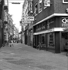 Deventer 1979 Lange B Straat met Rog vishandel en Lotus Chinees restaurant erboven