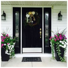 farmhouse front door entrance design ideas tips on selecting your front doors 31 Front Porch Planters, Front Door Porch, Front Porch Design, Front Door Entrance, Front Door Decor, Front Doors, Front Porch Decorations, Fromt Porch Ideas, Entry Doors