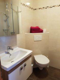 Unsere Zimmer und Ferienwohnungen sind alle mit neuen Bädern ausgestattet. Corner Bathtub, Sink, Bathroom, Home Decor, Cosy Room, Seating Areas, Sink Tops, Washroom, Vessel Sink