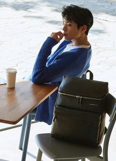 Super smexy and with a dazzling cheeky smile, Park Bo Gum was chosen to show some pieces of the 2017 line for Mandarina Duck backpacks & bags. His smile could sell us just about anything. Pop Music Artists, K Pop Music, Korean Men, Korean Actors, Korean Wave, Yong Pal, Lee Bo Young, Cn Blue, Ha Ji Won