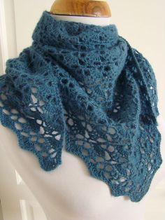South Bay Shawlette de Lion Brand Yarn 2,5 pelotes d'Alpaga de Drops Crochet 4,5mm J'aurais aimé le faire un peu plus grand...