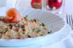 Il risotto cremoso con salmone affumicato e stracchino è un primo piatto a base di pesce, ideale per i giorni di festa. Ecco la ricetta Tasty, Yummy Food, Cheeseburger Chowder, Food And Drink, Soup, Cooking, Ethnic Recipes, Pizza, Life