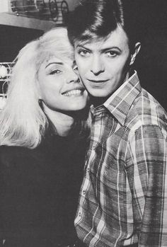Debbie Harry and David Bowie this picture makes me feel so OLD! (although I - Icon People - Ideas of Icon People - Debbie Harry and David Bowie this picture makes me feel so OLD! (although I am a decade younger than these two) David Bowie, Anthony Kiedis, New Wave, Mick Jagger, Freddie Mercury, Music Icon, My Music, Rock And Roll, Duncan Jones