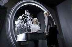 Photo shooting with Vismara Design Stargate Big Mirror, a classy furniture that lights up every space of your home. #vismaradesign #mirror #luxuryfurniture #luxuryvilla #madeinitaly #italianfurniture
