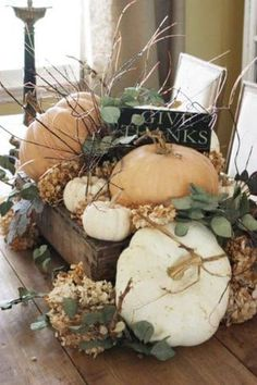 Warm and Welcoming Fall Table Decorating Ideas Warm and Welcoming Fall Table Decorating Ideas The post Warm and Welcoming Fall Table Decorating Ideas & Domácí dekorace appeared first on Fall decor ideas . Fall Arrangements, Autumn Decorating, Interior Decorating, Deco Floral, Fall Harvest, Harvest Season, Fall Home Decor, Fall Mantle Decor, Thanksgiving Decorations