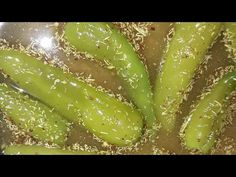 राजस्थानी पानी वाली मिर्च का अचार very easy, very tasty and healthy also Indian Vegetarian Dishes, Indian Food Recipes, Green Chilli Pickle, Black Mustard Seeds, Newspaper Crafts, Fermented Foods, Pickles, Asparagus, Recipies