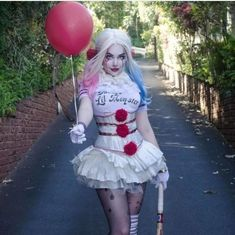 Trying to It My Mark With This Awesome It Halloween Cosplay Costume Halloween Clown, Halloween Party Kostüm, Harley Quinn Halloween, Unicorn Halloween Costume, Cool Halloween Makeup, Halloween Party Costumes, Halloween Horror, Halloween Cosplay, Halloween Outfits