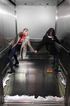 【怖すぎ】ロンドンのエレベータが恐すぎて泣けてくると話題に