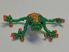 Free detailed tutorial with step by step photos on how to make a frog out of seed beads and wire in the technique of 3D beading. Great for beginners!